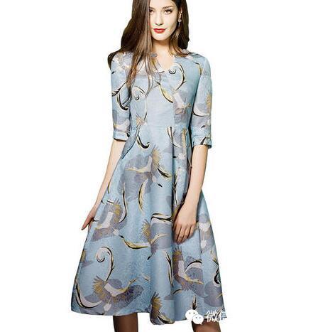 这款仙鹤印花连衣裙,棉质内衬亲肤舒适